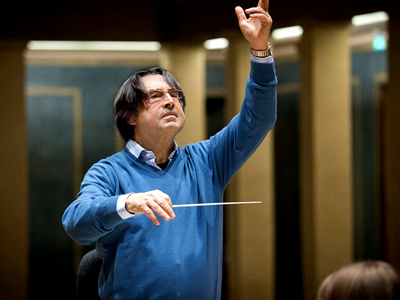 Riccardo Muti rehearses in Munich's Herkulessaal in December 2015